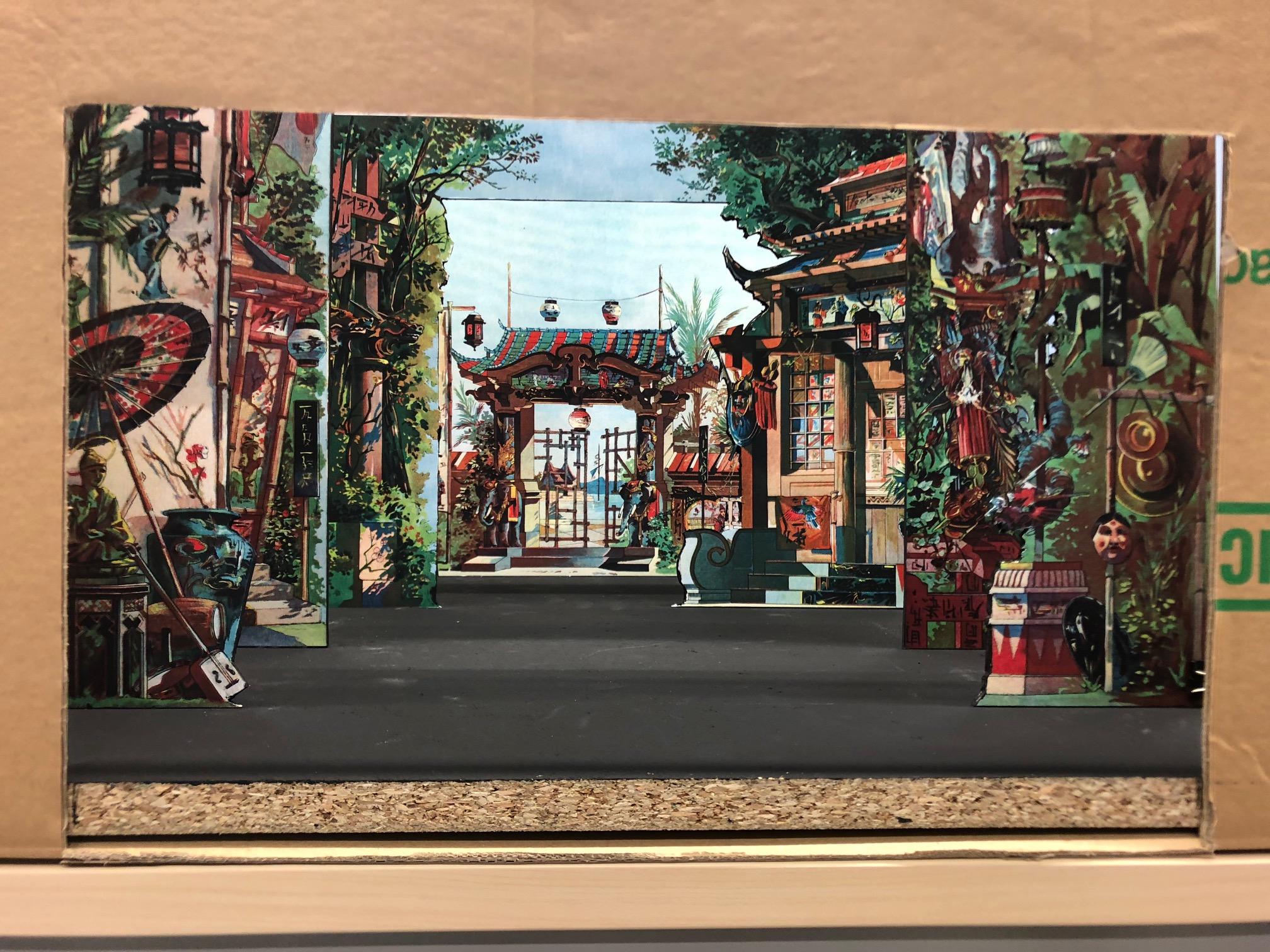 Ein erster Blick in unsere selbstgebauten Papiertheater-Kulissen